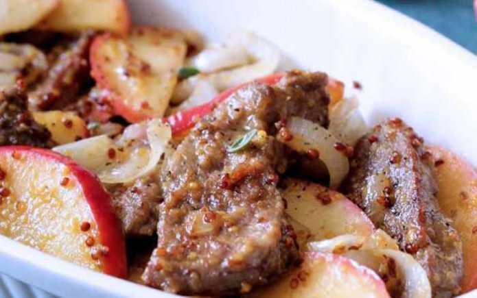 Топ-10 блюд на самоизоляции - Печень с луком, яблоком и картофелем