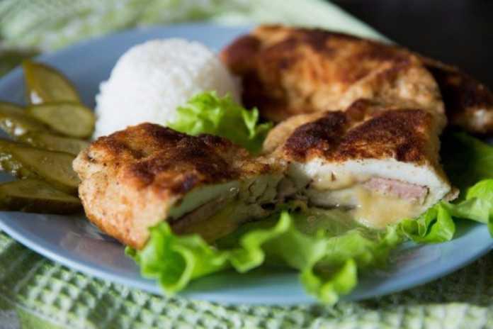 Кордон блю из кабачков с сыром и колбасой