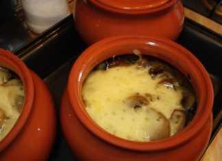 Мясо в горшочке с шампиньонами и сыром