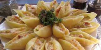 Ракушки с мясным фаршем под соусом бешамель