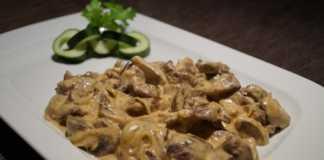 Традиционный бефстроганов в сметанном соусе