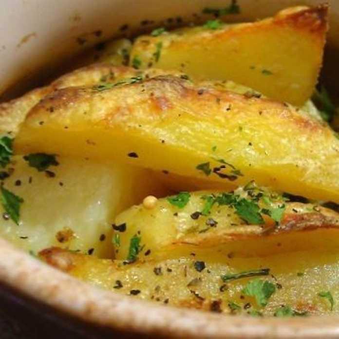 Тушеная картошка с мясом и сметаной в горшочках