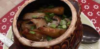 Азу из свинины с перцем чили в горшочках