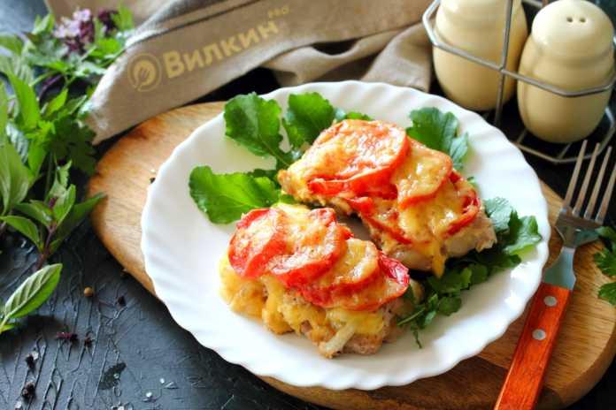 Готовится просто, остается лишь к нему добавить салатик и маленький праздничный ужин готов!